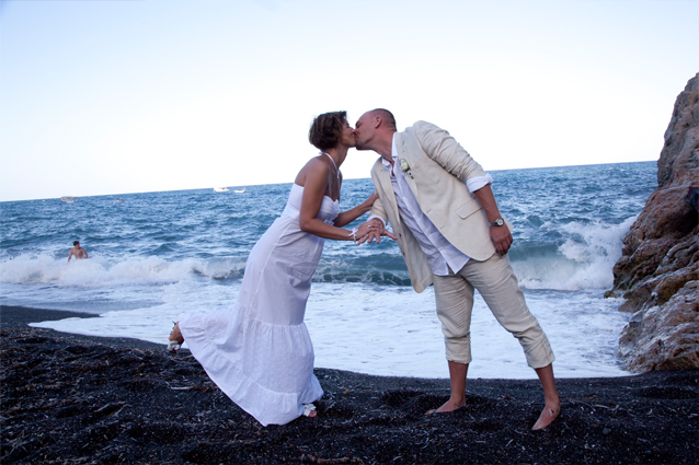 beach weddings in santorini