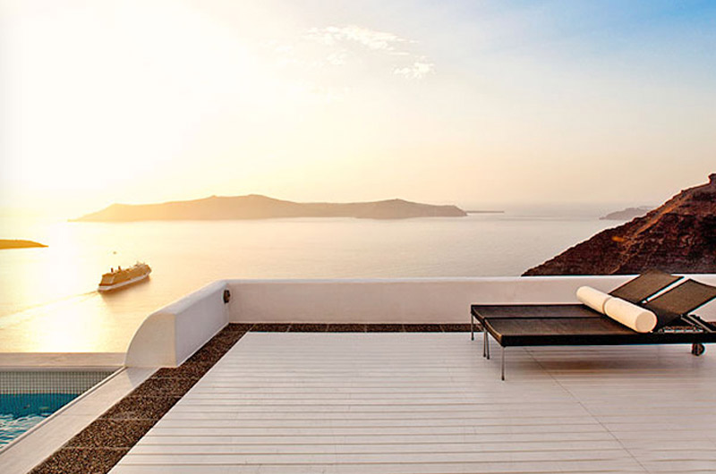 honeymoon santorini hotels